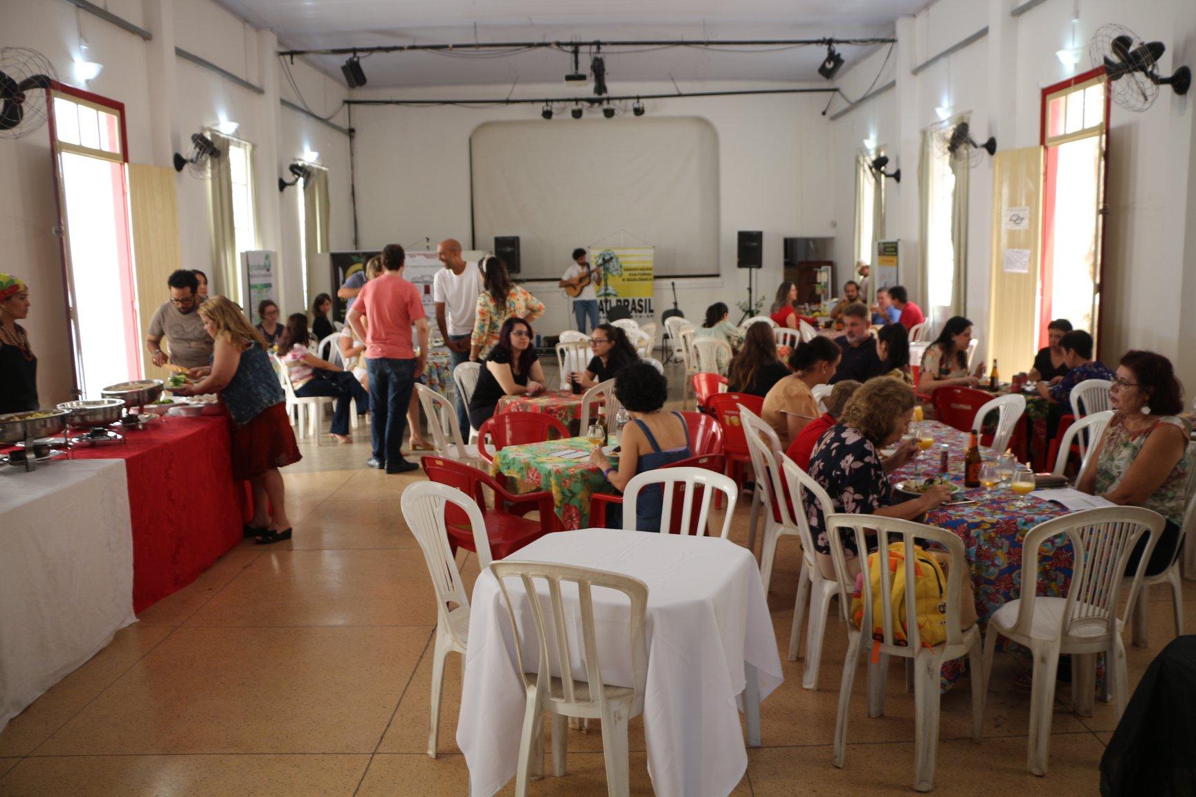 Bons encontros no Almoço Cultural Vegetariano